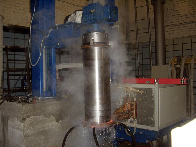 Введена в эксплуатацию установка для закалки валов с закалочным станком собственного производства.