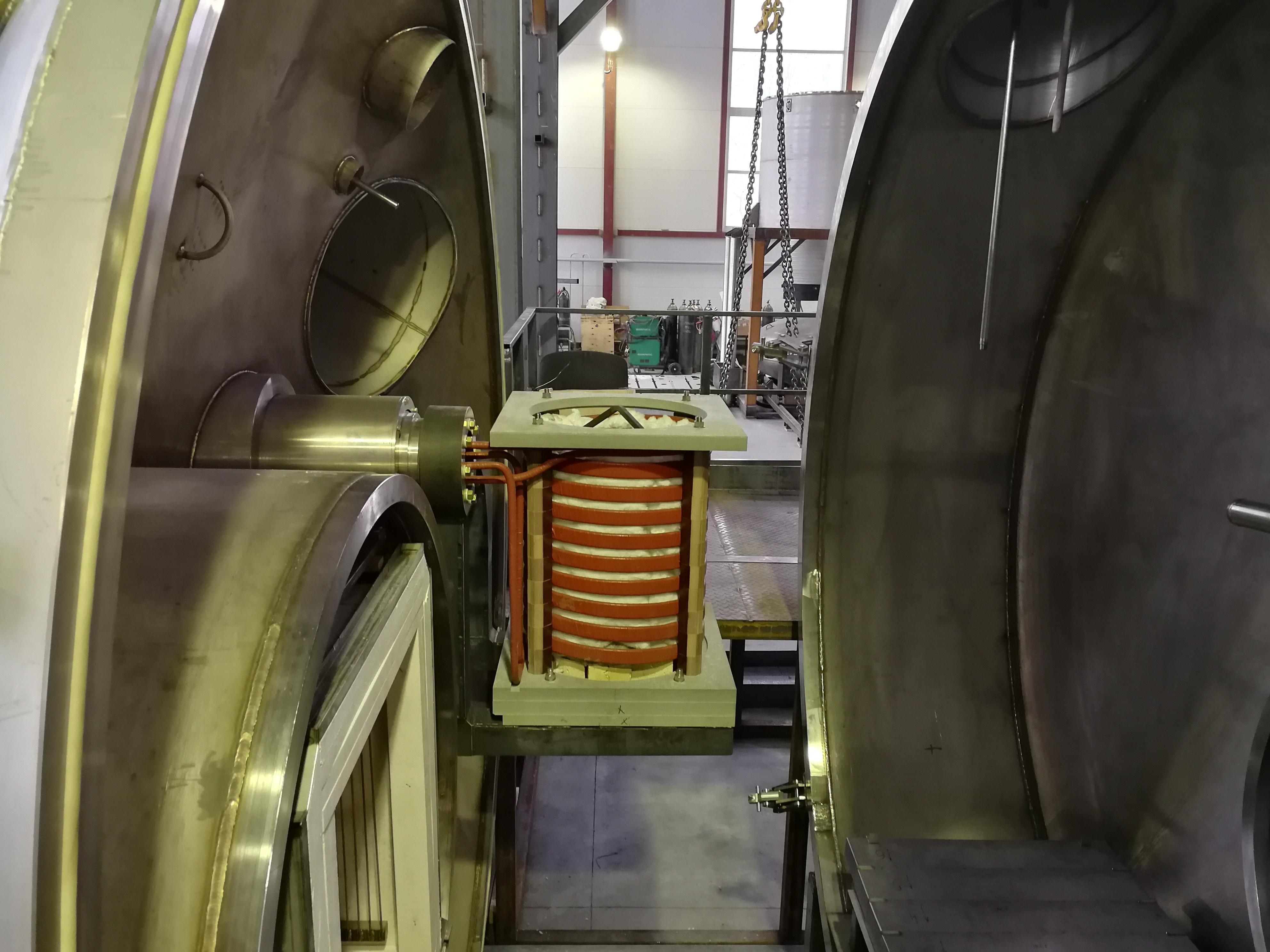 Вакуумная индукционная плавильная печь с транзисторным преобразователем ПЕТРА 320 кВт