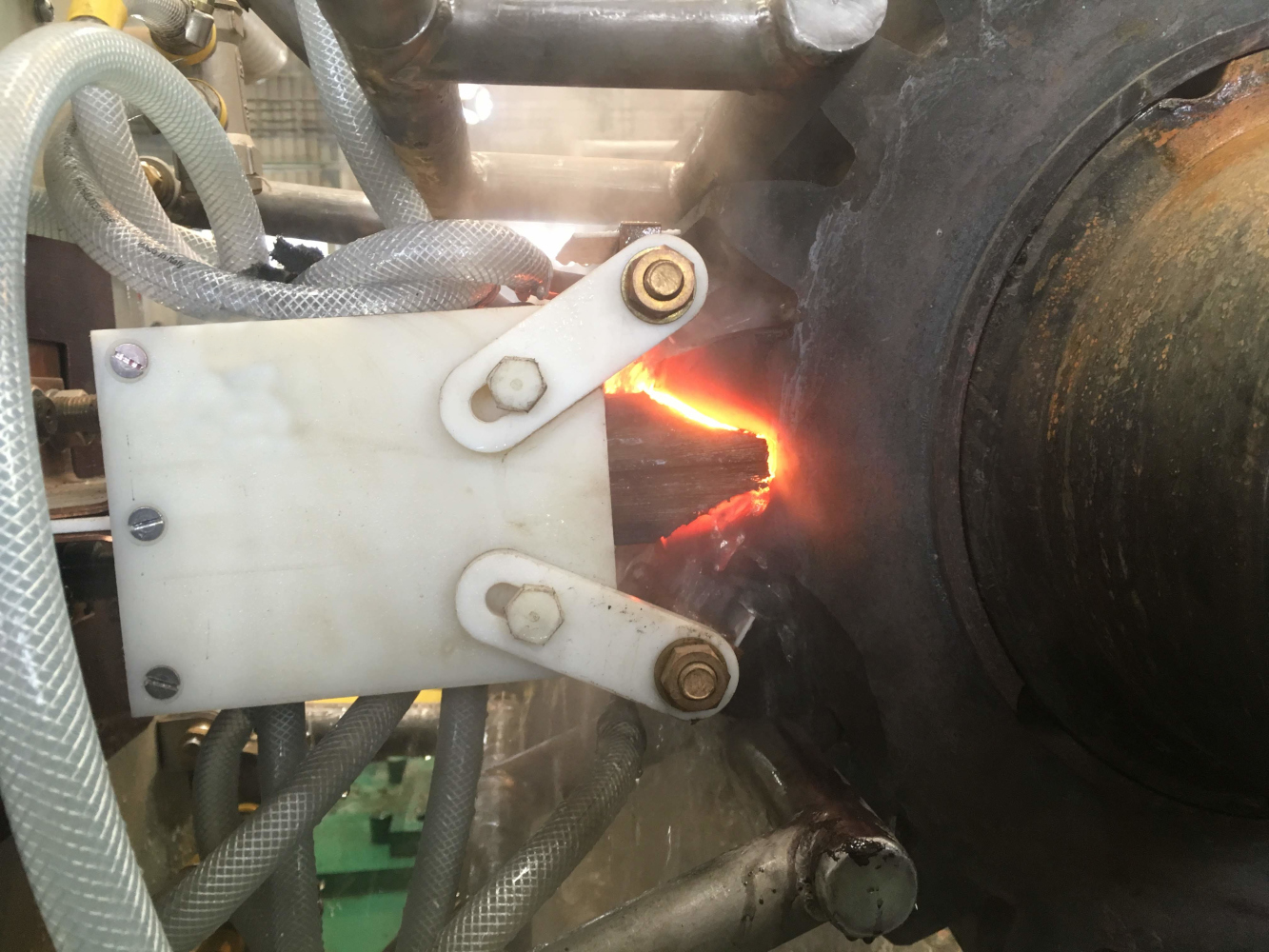 Установка индукционного нагрева ПЕТРА-0501 для закалки крупномодульных вал-шестерней