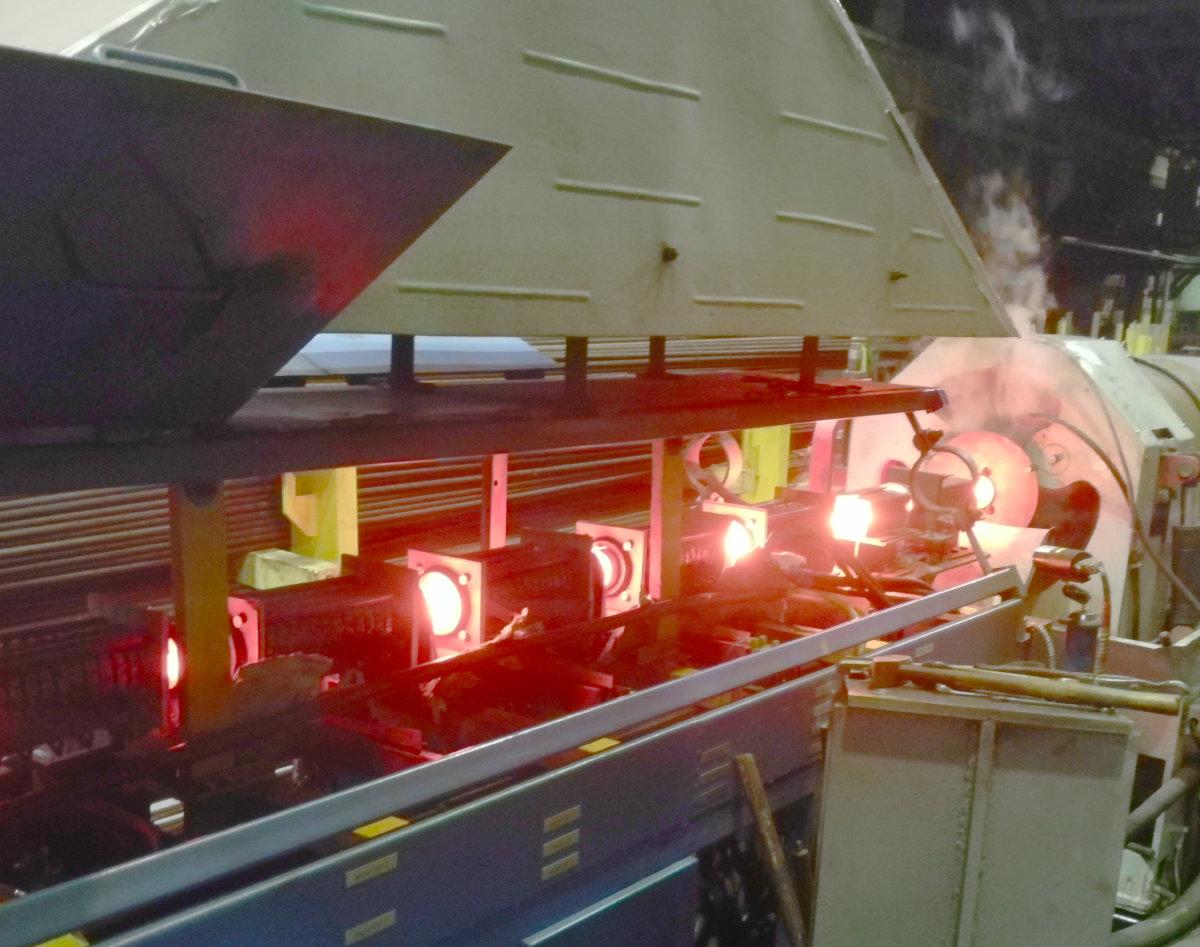 Линия индукционного нагрева прутка для горячей радиально-сдвиговой винтовой прокатки